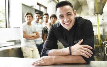 Ένας Master Chef στην κουζίνα με τα παιδιά της «Αποστολής»