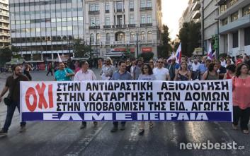 Στη Βουλή οι διαδηλωτές κατά του νομοσχεδίου για την εκπαίδευση