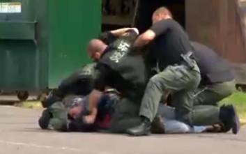 Άστεγος ξυλοκοπείται ανελέητα και απρόκλητα από αστυνομικούς