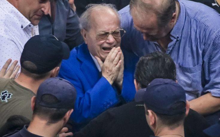 Συγκινητική στιγμή με Θανάση Γιαννακόπουλο στο ΟΑΚΑ