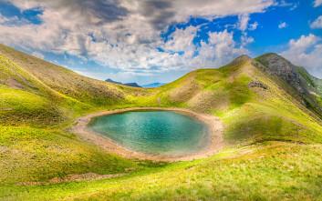 Ορεινό πανόραμα στις λίμνες του Γράμμου