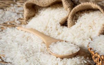 Γιατί να βάλετε ένα βαζάκι με ρύζι στα ντουλάπια σας