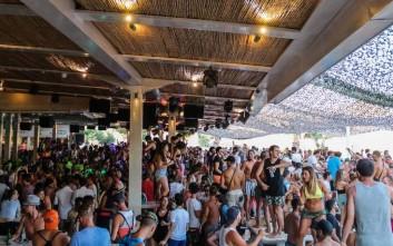 Στο Tropicana Beach Bar Restaurant η διασκέδαση βασιλεύει όλο το καλοκαίρι
