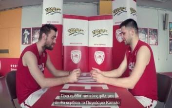 Μάντζαρης – Παπανικολάου προσφέρουν γέλιο σε ένα… ποδοσφαιρικό τετ-α-τετ