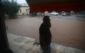 Βρέχει και πάλι καταρρακτωδώς στη Μάνδρα