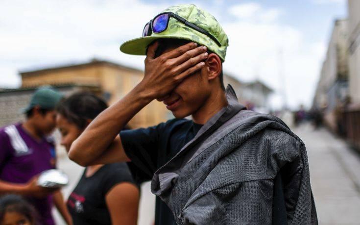 Χιλιάδες μετανάστες εγκλωβισμένοι στα σύνορα Μεξικού και Γουατεμάλας