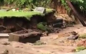 Πλημμύρα σε νεκροταφείο έβγαλε τα φέρετρα στην επιφάνεια