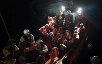 Ακινητοποιημένο μεταξύ Ιταλίας και Μάλτας το πλοίο με 629 μετανάστες
