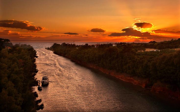 Μαγευτικές εικόνες στο κανάλι της Ποτίδαιας