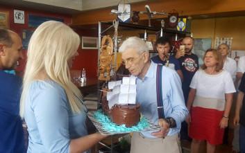 Με τούρτα πειρατικό καράβι και βιβλίο αυτοάμυνας ευχήθηκαν στον Γιάννη Μπουτάρη