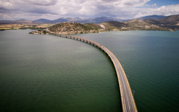 Εικόνες ηρεμίας στην υψηλή γέφυρα Σερβίων