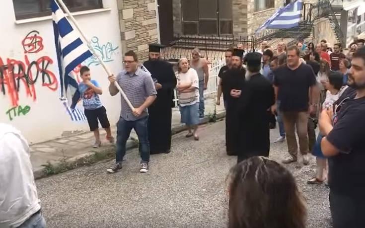Συγκέντρωση διαμαρτυρίας στην Καστοριά, σε γραφείο κυβερνητικού στελέχους