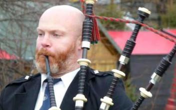 Πέρασαν χειροπέδες σε παραδοσιακό οργανοπαίκτη γκάιντας στη Σκωτία