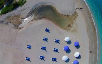 Γαλαζοπράσινα νερά και νησιωτική γοητεία στα Σύβοτα
