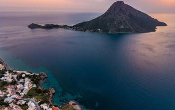Νησιωτική απλότητα στον μοναχικό βράχο των Δωδεκανήσων