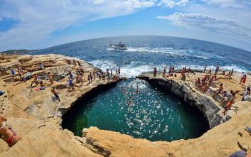 Η φυσική πισίνα της Θάσου, σκαλισμένη σε βράχο