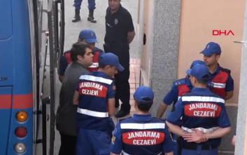 Βίντεο από τη μεταγωγή των δύο ελλήνων στρατιωτικών στο δικαστήριο