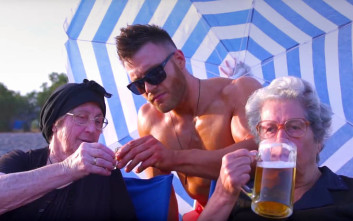 «Just μπίρες», μία ξεκαρδιστική διασκευή των διάσημων κρητικών γιαγιάδων