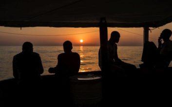 Δεκάδες μετανάστες παραμένουν αποκλεισμένοι στα ανοικτά της Ζαρζίς