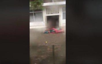 Πλημμύρισαν δρόμοι στον Περισσό με αυτοκίνητα να «πλέουν» στο νερό