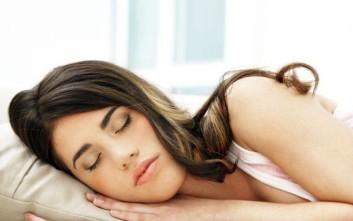 Συμβουλές για να κοιμηθείτε καλύτερα όταν έχει πολλή ζέστη
