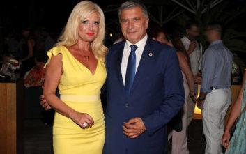 Με κίτρινο φόρεμα και ασορτί γόβες στο πάρτι για την γιορτή της η Μαρίνα Πατούλη