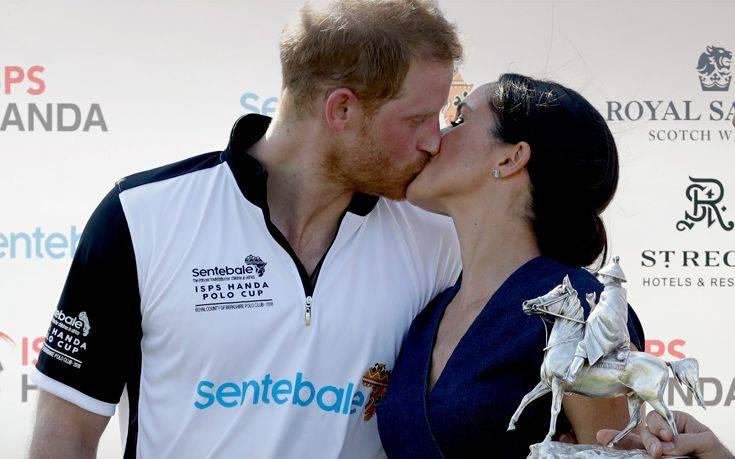 Το δημόσιο φιλί της Μέγκαν και του Χάρι που «θύμωσε» το Παλάτι