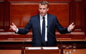 Ανοίγει διάλογο με τη γαλλική κοινωνία ο Μακρόν