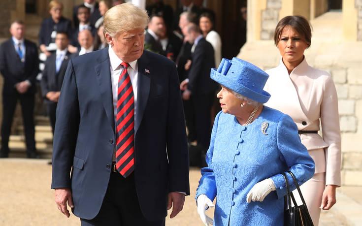 Οι καρφίτσες της βασίλισσας, ο Τραμπ και τα… κρυφά μηνύματα