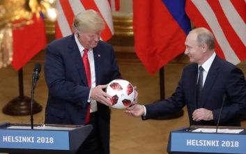 Ο Πούτιν χάρισε στον Τραμπ μια μπάλα και εκείνος την πέταξε στη Μελάνια