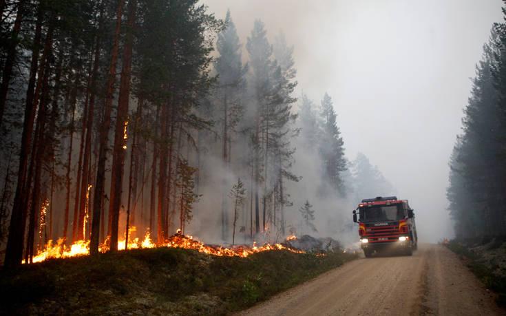 Στο έλεος των πυρκαγιών η Σουηδία με δεκάδες μέτωπα στα δάση της