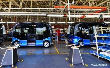 Κινεζική εταιρεία ξεκίνησε τη μαζική παραγωγή μικρού αυτόνομου λεωφορείου χωρίς οδηγό