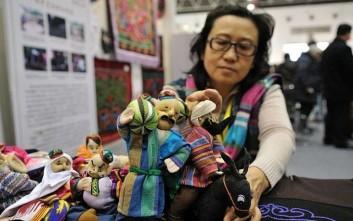 Η κινεζική… «Μπάρμπι» δείχνει στον κόσμο την πολιτιστική της κληρονομιά