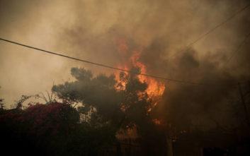 Μαίνονται δύο εστίες φωτιάς στην Κόρινθο