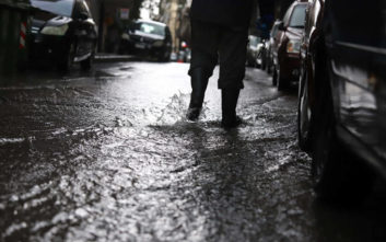«Πνίγεται» η Κρήτη, εγκλωβισμένοι, πλημμύρες και κλειστοί δρόμοι
