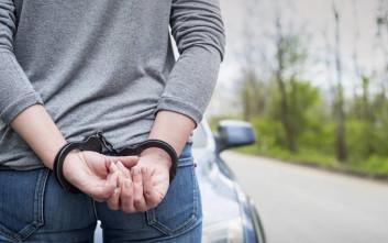 Συνελήφθησαν τέσσερις άνδρες για κατοχή όπλων και εκρηκτικών