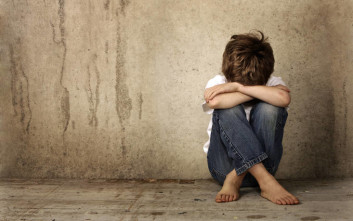 Ανάγκασαν τον 8χρονο γιο τους να φάει τα περιττώματά του με αποτέλεσμα να πεθάνει