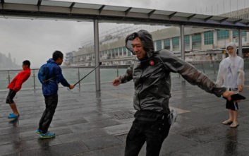 Πάνω από 30.000 σπίτια κατέρρευσαν από τις πλημμύρες στην Κίνα