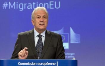 Αβραμόπουλος: Δεν υπάρχουν παραβιάσεις στα ελληνικά νησιά με τους πρόσφυγες
