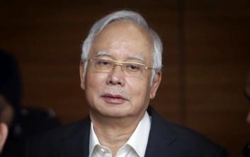 Χειροπέδες στον πρώην πρωθυπουργό της Μαλαισίας για καταχρήσεις - μαμούθ