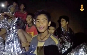 Νέες εικόνες από τα παιδιά που παραμένουν εγκλωβισμένα στο σπήλαιο στην Ταΐλάνδη