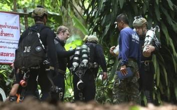 Τραγωδία με νεκρό δύτη στη σπηλιά με τα εγκλωβισμένα παιδιά στην Ταϊλάνδη