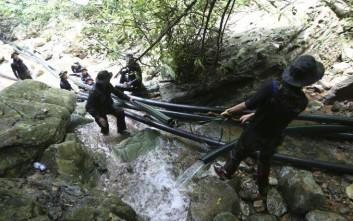 Βγήκαν τα δύο πρώτα παιδιά από το σπήλαιο στην Ταϊλάνδη, σε εξέλιξη μεγάλη επιχείρηση