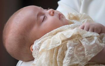 Οι πρώτες εικόνες από τη βάφτιση του Πρίγκιπα Λούις