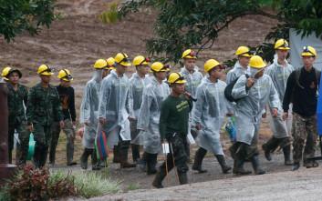 Μαζί θα απεγκλωβιστούν οι τελευταίοι πέντε από τη σπηλιά στην Ταϊλάνδη