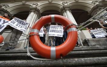 Παραμένει το αδιέξοδο για τους 442 μετανάστες και πρόσφυγες στη Σικελία
