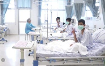 Οι 12 «Αγριόχοιροι» με μάσκες μέσα στο νοσοκομείο