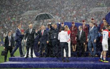 Η... ομπρέλα του Πούτιν