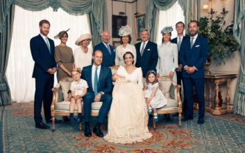 Οι επίσημες φωτογραφίες από τη βάπτιση του πρίγκιπα Λούι