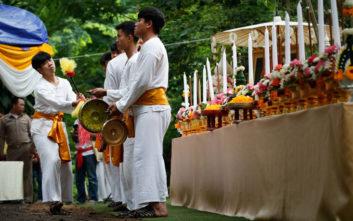 Οι Ταϊλανδοί ευχαριστούν τα πνεύματα του σπηλαίου που έσωσαν τα παιδιά